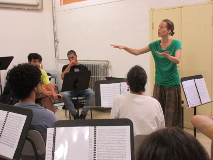 Artemisz Polonyi coaches the Palestine Youth Orchestra